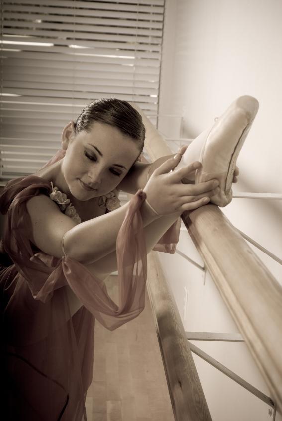 https://cf.ltkcdn.net/dance/images/slide/55345-567x847-ballerinastretch.jpg