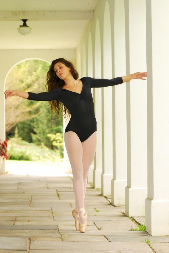 https://cf.ltkcdn.net/dance/images/slide/55356-567x847-leotard34.jpg