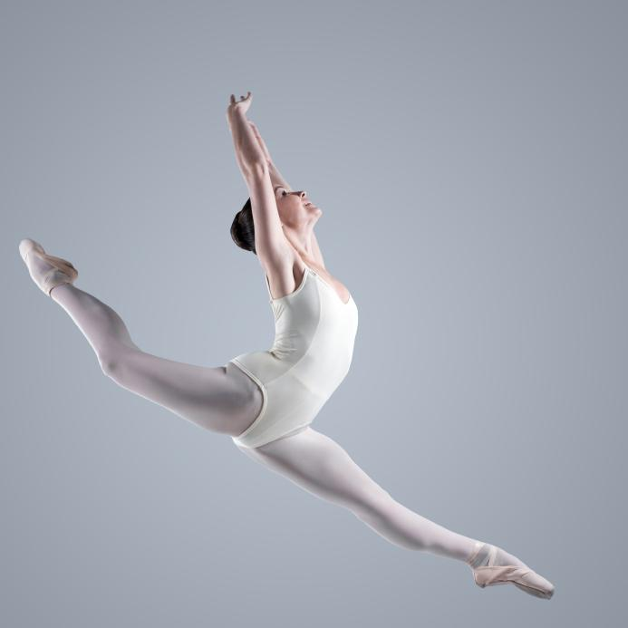 https://cf.ltkcdn.net/dance/images/slide/55357-693x693-leotardleg.jpg