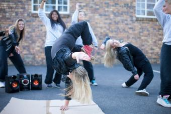 women breakdancers