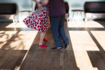 How to Do Jitterbug Dance Steps