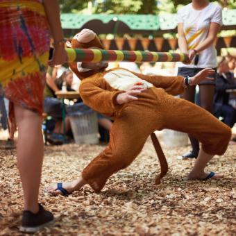 https://cf.ltkcdn.net/dance/images/slide/248637-850x850-7-pictures-limbo-dancing.jpg