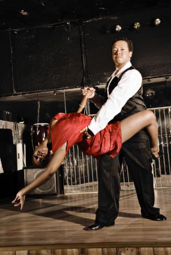https://cf.ltkcdn.net/dance/images/slide/55247-567x847-SwingDance.jpg
