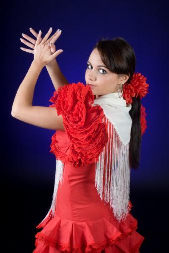https://cf.ltkcdn.net/dance/images/slide/55264-566x848-FlamencoDress.jpg