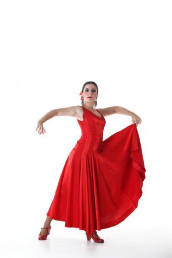 https://cf.ltkcdn.net/dance/images/slide/55266-566x848-flamencoSkirt.jpg