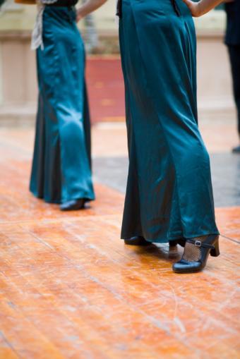 https://cf.ltkcdn.net/dance/images/slide/55267-566x848-shoes.jpg