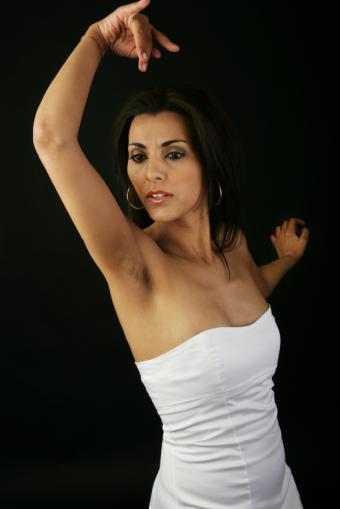 https://cf.ltkcdn.net/dance/images/slide/55271-566x848-FlamencoArmCloseup.jpg