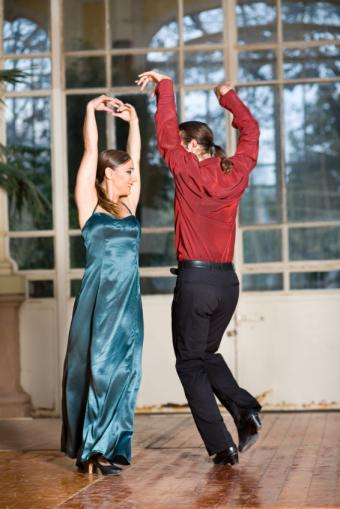 https://cf.ltkcdn.net/dance/images/slide/55272-566x848-MF-Flamenco.jpg