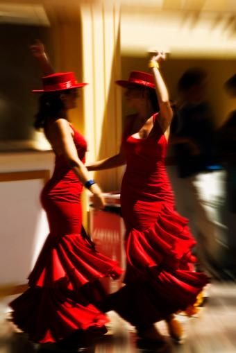 https://cf.ltkcdn.net/dance/images/slide/55273-566x848-FlamencoDuet.jpg