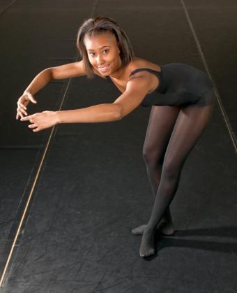 https://cf.ltkcdn.net/dance/images/slide/55329-624x769-marleyfloor.jpg