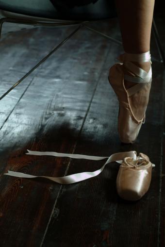 https://cf.ltkcdn.net/dance/images/slide/55330-566x848-studiowoodenfloor.jpg