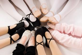 https://cf.ltkcdn.net/dance/images/slide/55334-847x567-balletshoescollection.jpg