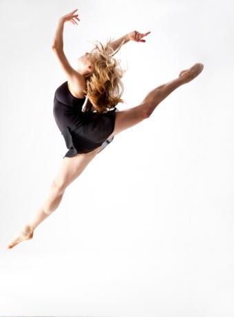 https://cf.ltkcdn.net/dance/images/slide/55348-595x807-ballerinajump.jpg