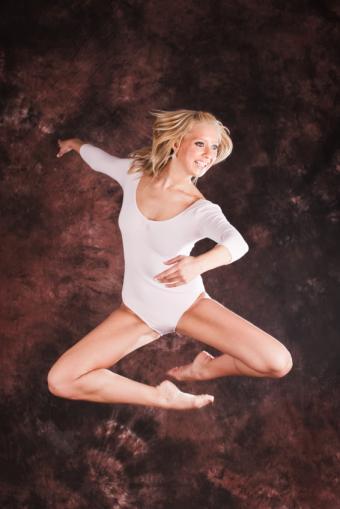https://cf.ltkcdn.net/dance/images/slide/55349-566x848-balletjoy.jpg