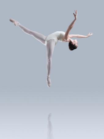 https://cf.ltkcdn.net/dance/images/slide/55350-600x800-ballerinasuspended.jpg