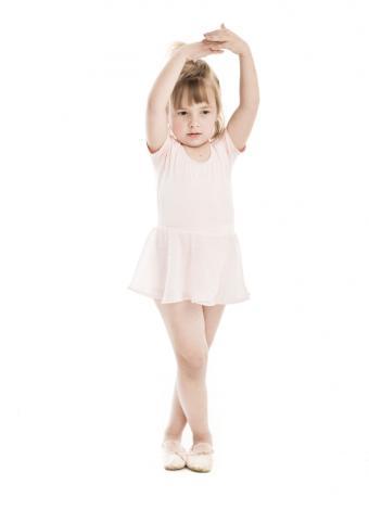 https://cf.ltkcdn.net/dance/images/slide/55359-589x815-leotardchild.jpg