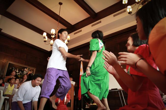 philippine folk dance steps Philippine national dance - tinikling  learn tinikling basic dance steps  likha will work with you to produce an entertaining and authentic folk dance show.
