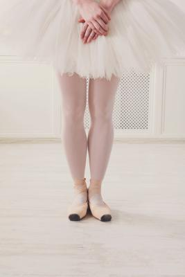 ballerina in 6th position