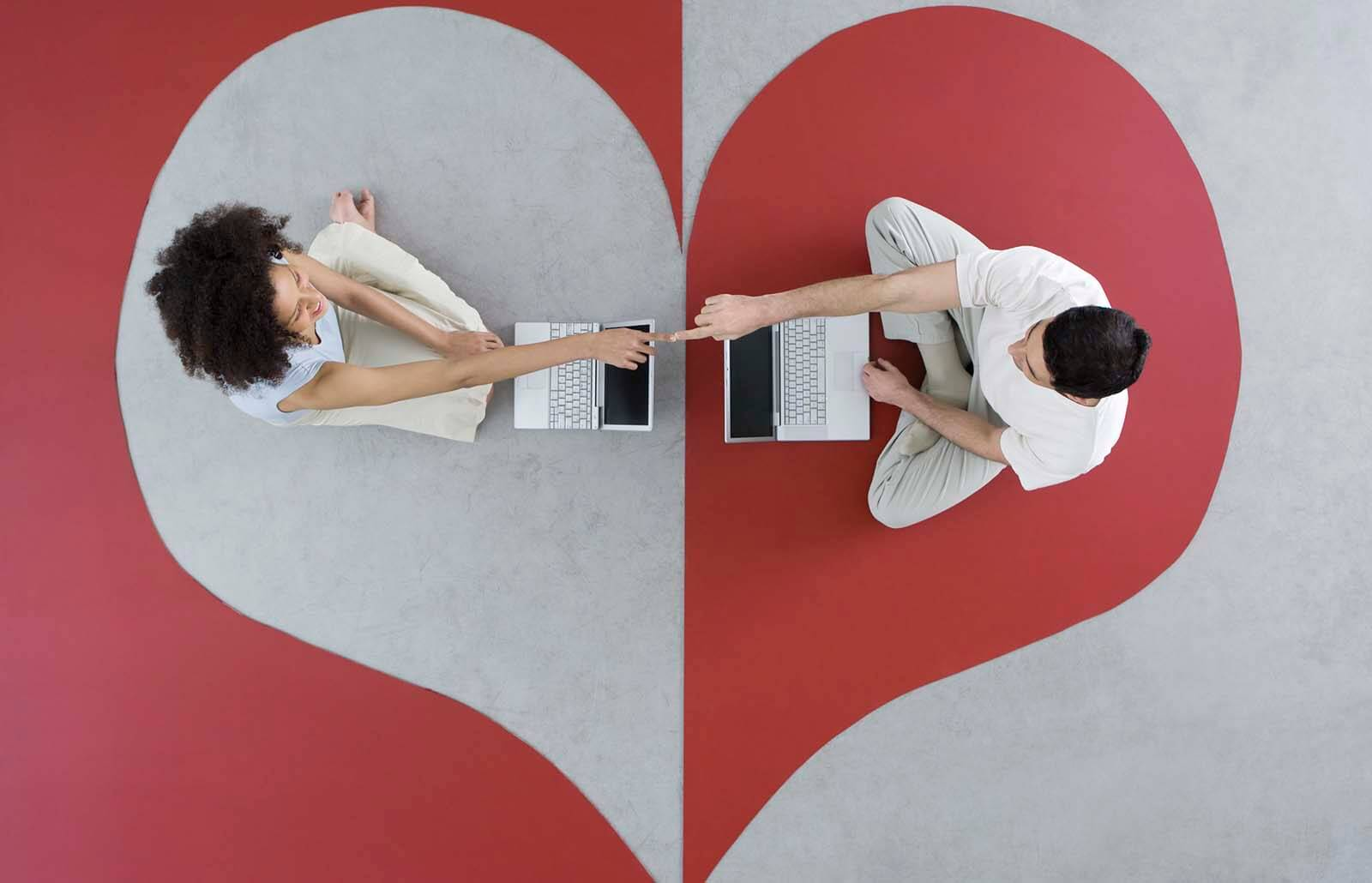 31 Fun Virtual Date Ideas | LoveToKnow