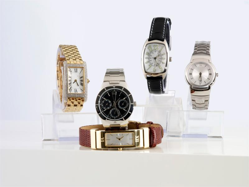 https://cf.ltkcdn.net/dating/images/slide/150874-800x600r1-mens-watches.jpg