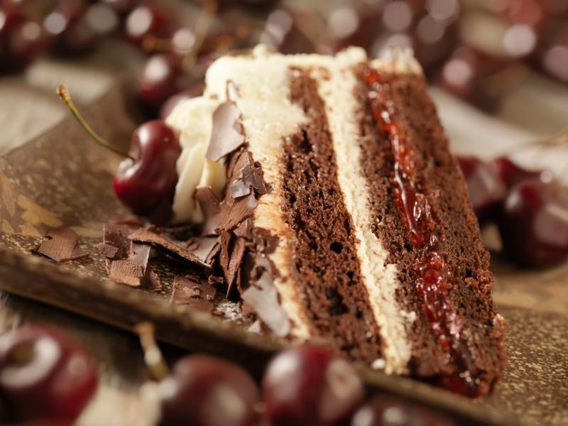 https://cf.ltkcdn.net/dating/images/slide/150876-800x600r1-black-forest-cake.jpg