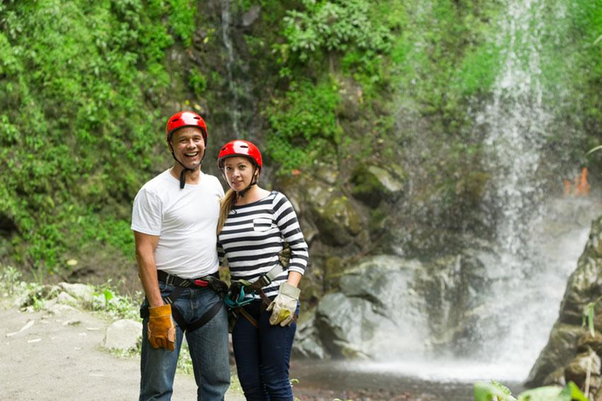https://cf.ltkcdn.net/dating/images/slide/191796-850x566-couple-on-zipline-adventure.jpg