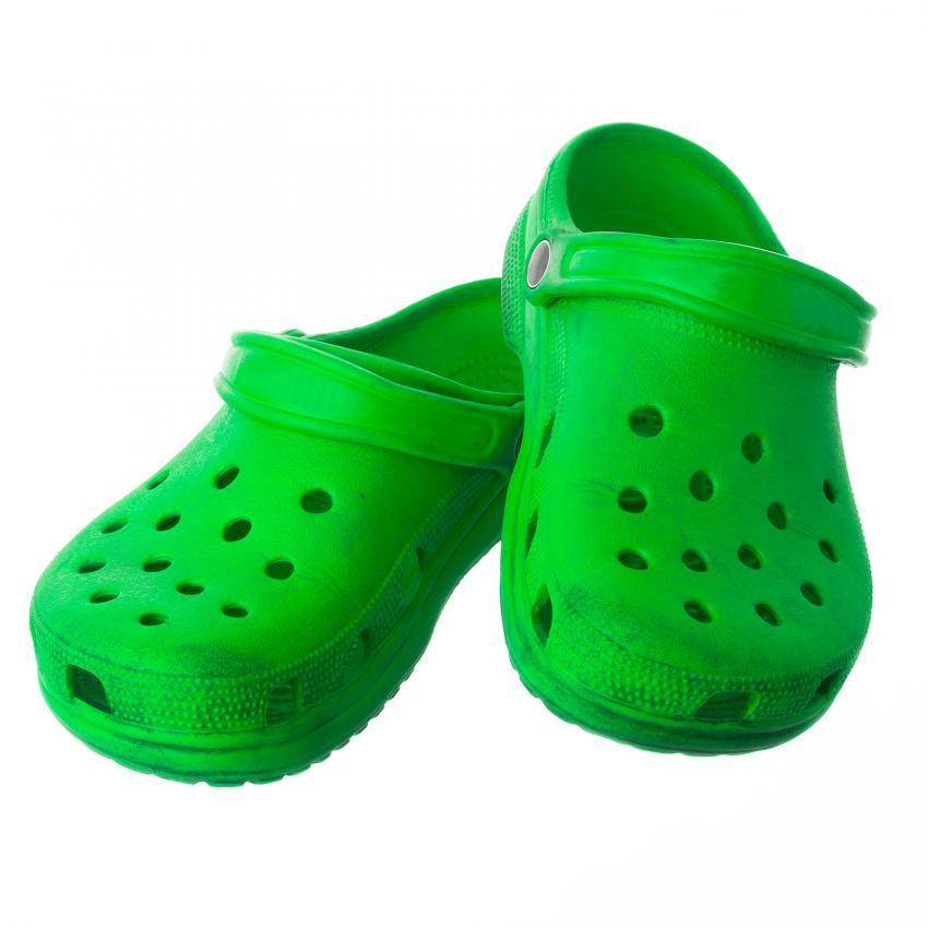 https://cf.ltkcdn.net/dating/images/slide/202084-850x850-Green-Crocs.jpg