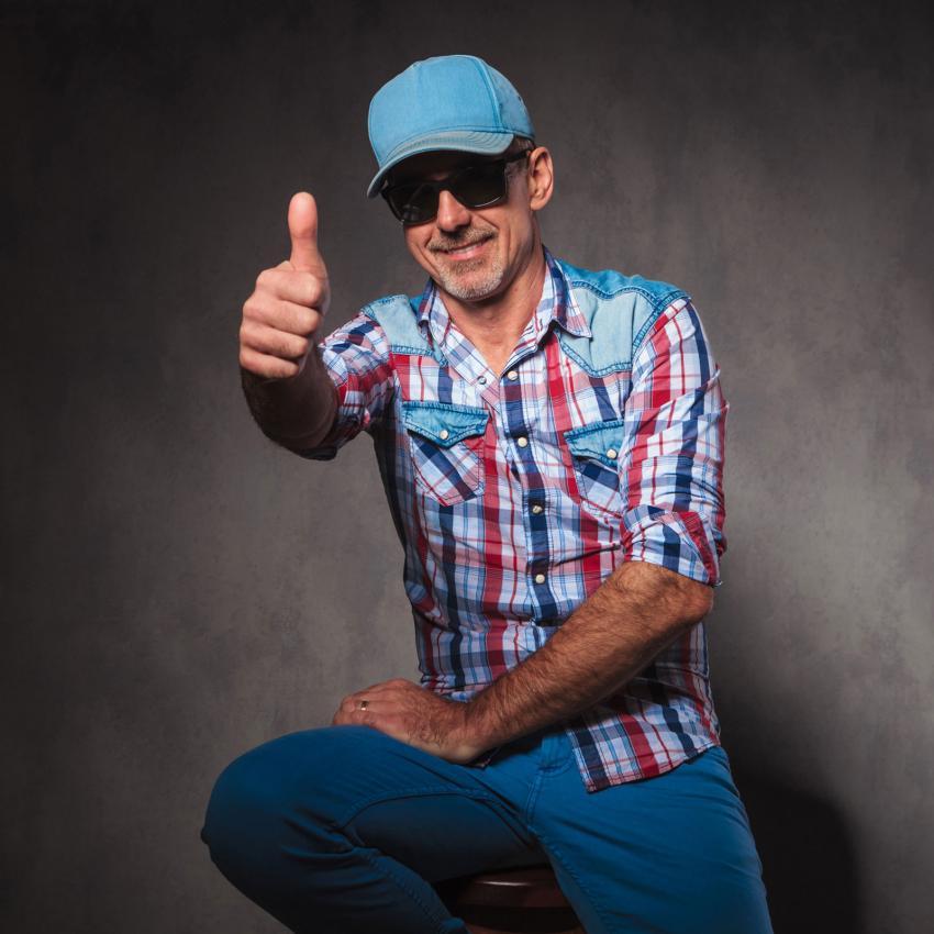 https://cf.ltkcdn.net/dating/images/slide/202085-850x850-Guy-in-a-trucker-hat.jpg