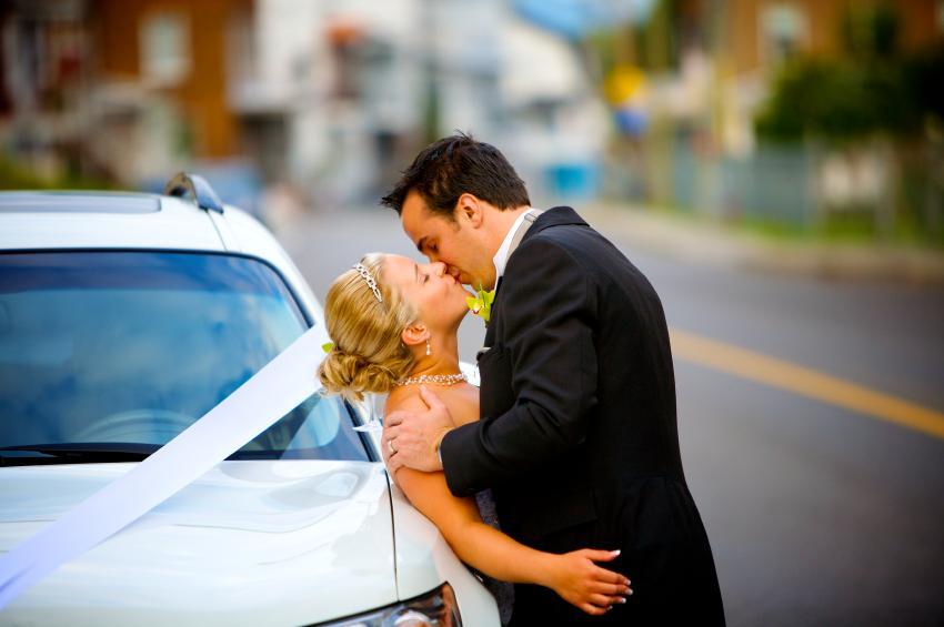 https://cf.ltkcdn.net/dating/images/slide/86548-850x565-wedding_kisses.jpg