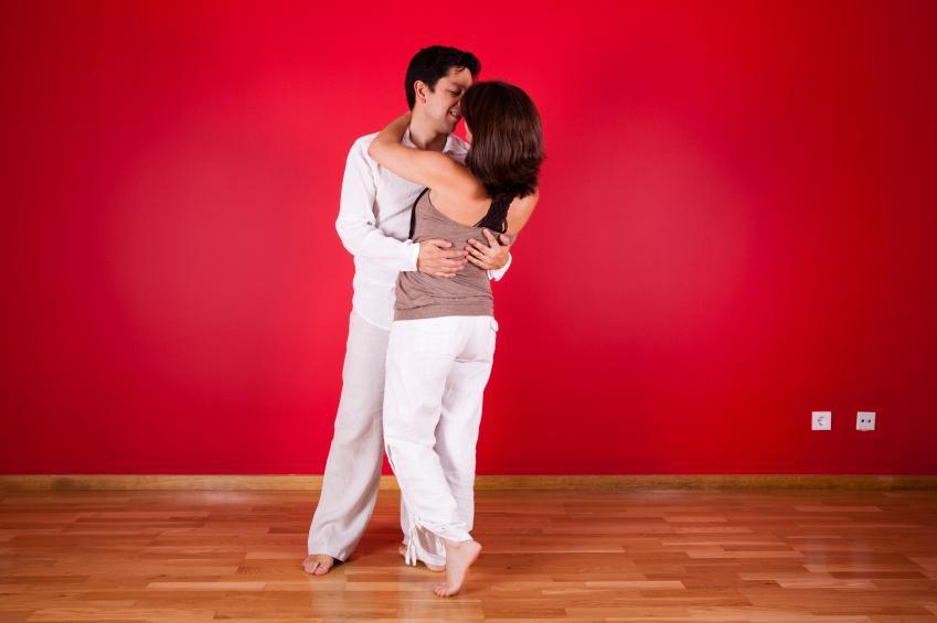 https://cf.ltkcdn.net/dating/images/slide/86611-849x565-Romantic_House.jpg