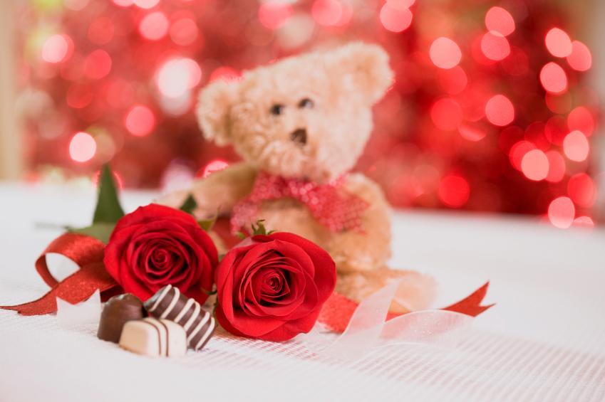 https://cf.ltkcdn.net/dating/images/slide/86659-849x565-RosesChocBear.jpg