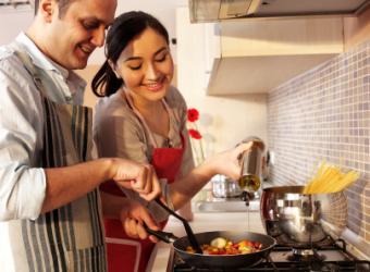 https://cf.ltkcdn.net/dating/images/slide/129118-404x297-Cooking-together.jpg