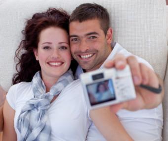 https://cf.ltkcdn.net/dating/images/slide/129120-377x318-Photo-couple.jpg