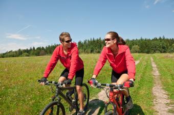 https://cf.ltkcdn.net/dating/images/slide/134750-849x565r1-Couple-Biking.jpg