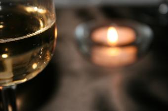 https://cf.ltkcdn.net/dating/images/slide/134751-849x565r1-Wine-Candlelight.jpg