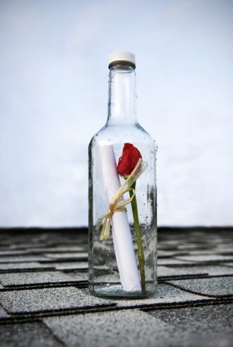 https://cf.ltkcdn.net/dating/images/slide/138775-568x845r1-Note-in-a-bottle.jpg