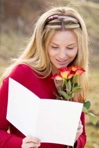https://cf.ltkcdn.net/dating/images/slide/138776-567x847r1-Note-with-roses.jpg