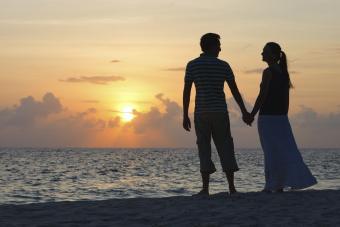 https://cf.ltkcdn.net/dating/images/slide/145151-850x566r1-sunset_couple.jpg