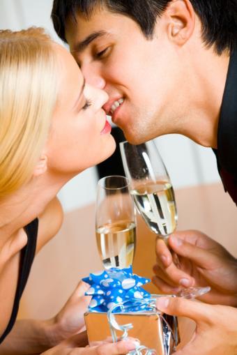 https://cf.ltkcdn.net/dating/images/slide/167923-566x848-thinking-kiss.jpg