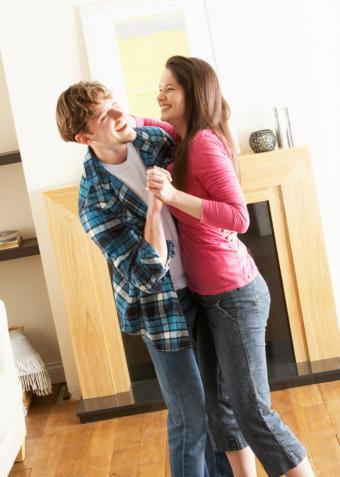 https://cf.ltkcdn.net/dating/images/slide/167924-585x821-couple-dancing.jpg