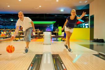 couple bowling