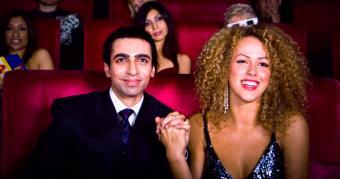 https://cf.ltkcdn.net/dating/images/slide/184098-850x448-comedy-show.jpg