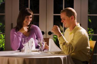 https://cf.ltkcdn.net/dating/images/slide/184102-849x565-romantic-dinner-out.jpg