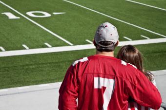 https://cf.ltkcdn.net/dating/images/slide/184103-849x565-couple-at-football-game.jpg