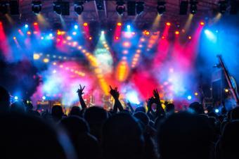 https://cf.ltkcdn.net/dating/images/slide/184105-849x565-concert.jpg