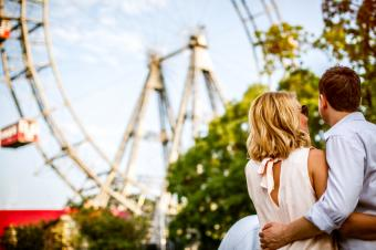 https://cf.ltkcdn.net/dating/images/slide/184107-849x565-amusement-park.jpg