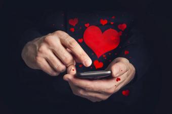 https://cf.ltkcdn.net/dating/images/slide/184322-800x531-text-message.jpg