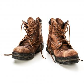 https://cf.ltkcdn.net/dating/images/slide/202078-850x850-Old-shoes.jpg