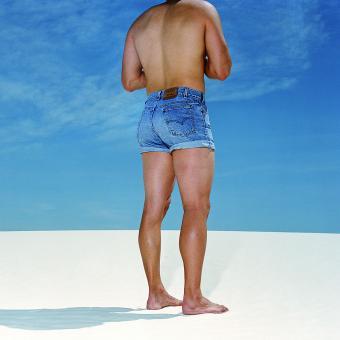 https://cf.ltkcdn.net/dating/images/slide/202086-850x850-Guy-in-jean-shorts.jpg