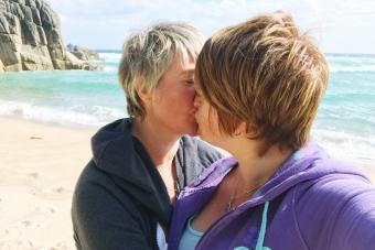 https://cf.ltkcdn.net/dating/images/slide/238618-850x567-kiss-on-the-beach.jpg